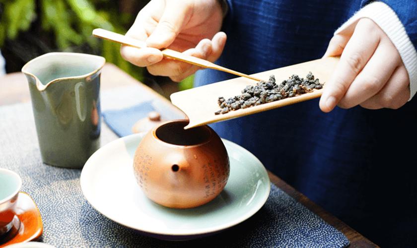 独自の作法でお茶を味わう「茶藝館」